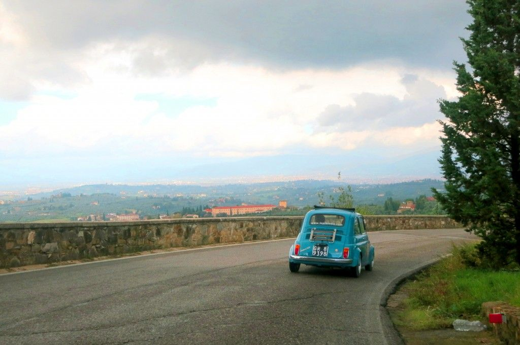 Tuscan curves, driving a FIAT 500 in Tuscany