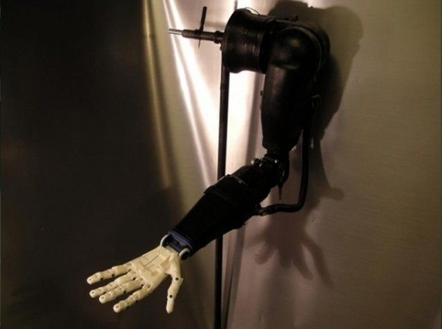 Teen Uses 3D Printer to Make Robotic Prosthetic Arms for $500 - This is the work of 17-year-old Easton LaChappelle from Colorado. He has used a 3D printer to create a fully functional prosthetic arm and hand that comes with robotic technology. The hand can grip and hold things; even cooler, the 3D-printed robotic prosthetic arm can cost less than $500 to make. | Mobilemag