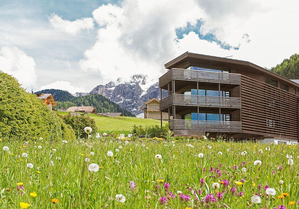 Art Design Apartment Hotel In Wolkenstein In Gr Den