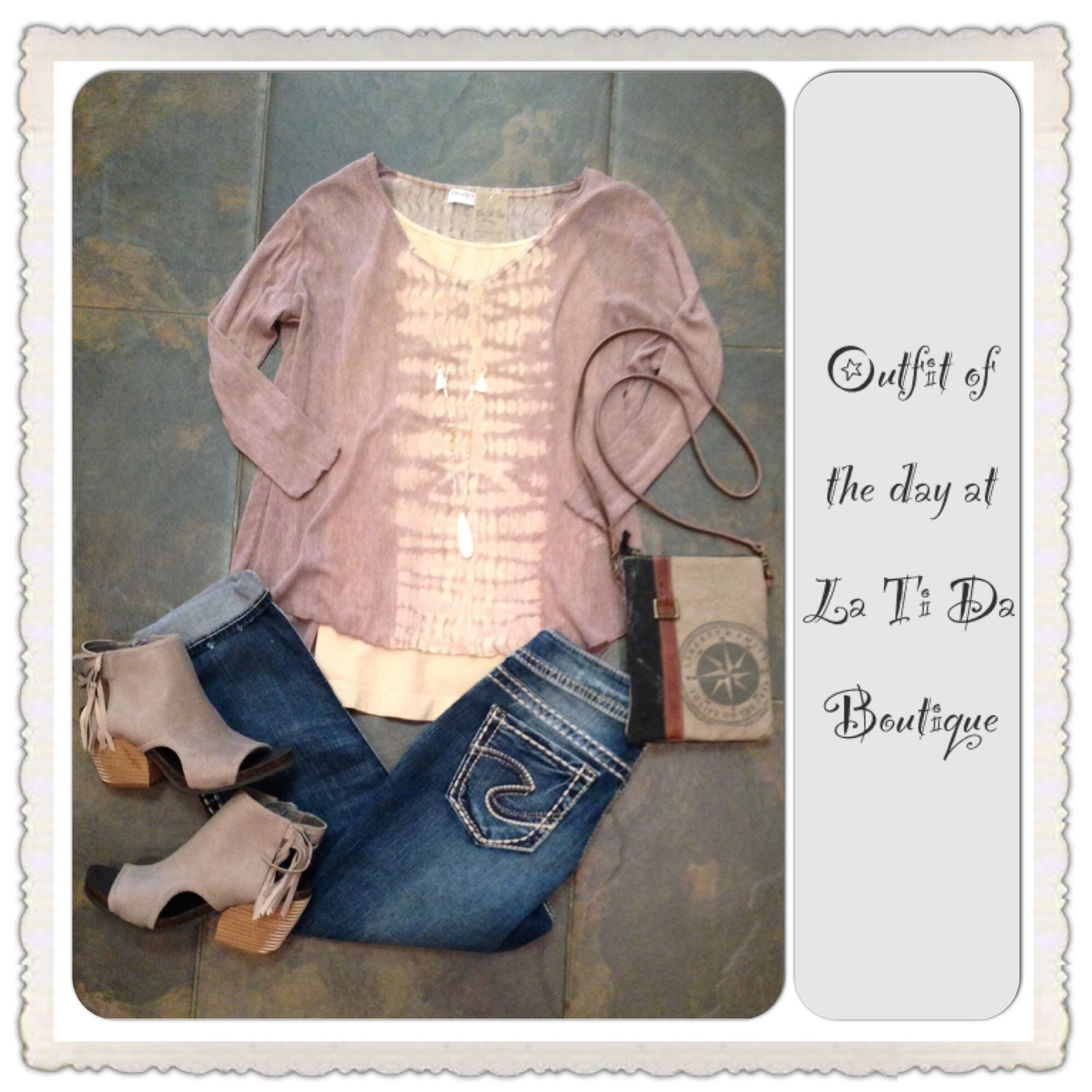 #ootd #outfitoftheday #projectsocialt top #silverjeans #otbt #offthebeatentrack peep toes #monab handbag #judsonandco necklace find it all at #latidaboutique where #springishere ☀️