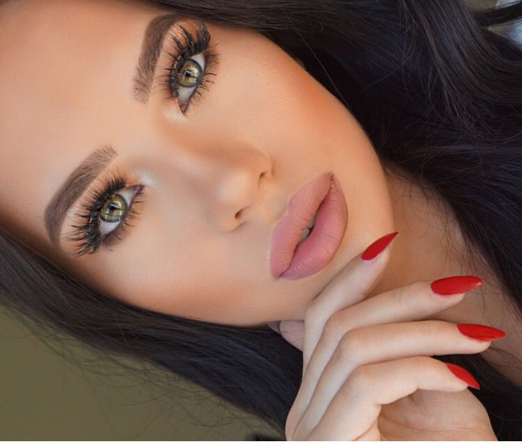 Charlotte Tilbury Very Victoria Lipstick Makeup