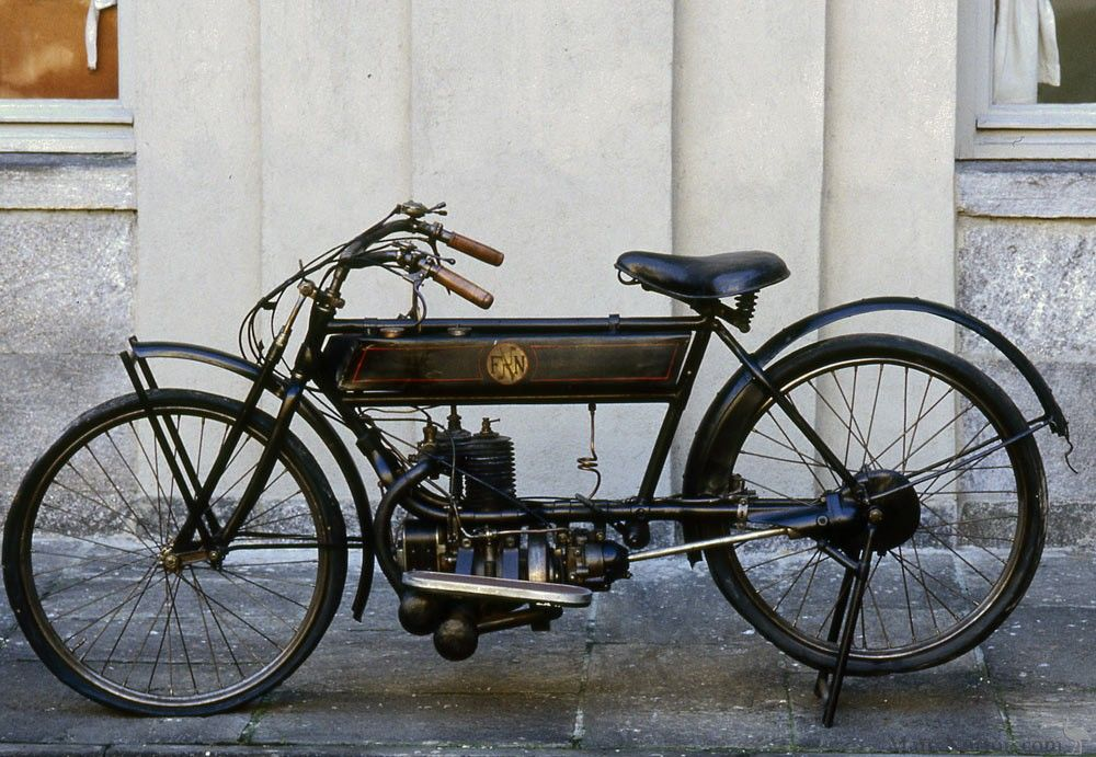 FN 1914 285cc The Belgian F.N. factory began producing motorcycles in 1901. The peculiarity of motion of F.N. produced in the first quarter of the century consisted in the final shaft drive, adopted as of 1904 until 1924. The production of this model began in 1912, replacing the previous single-cylinder, that was distinguished by a lower frame. Riding a motorcycle of this type, in 1913, the British rider Clark won numerous world records claiming an average of more than 70 km/h