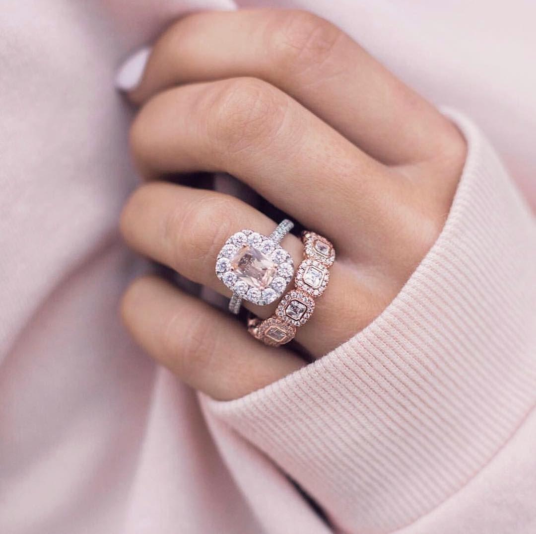 кольца с камнями на руке