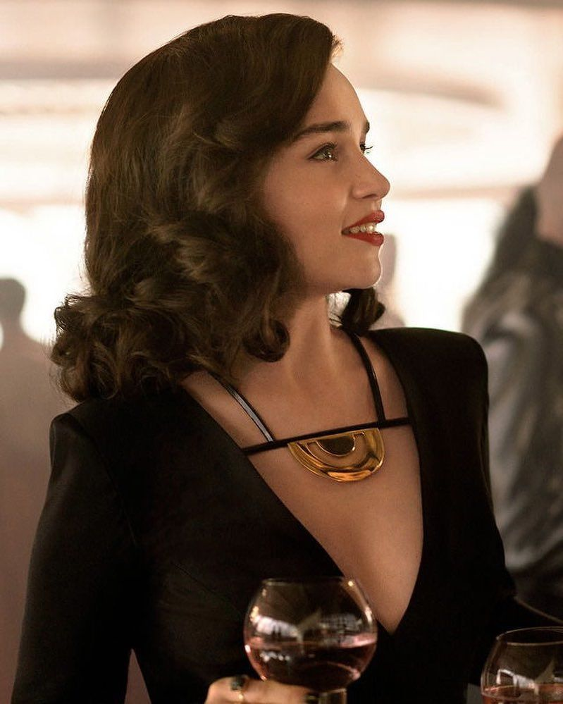 "Game Of Thrones on Instagram: ""Emilia Clarke as Qi'ra in the upcoming film Solo: A Star Wars Story! #emiliaclarke #gotcast #qira #solo #soloastarwarsstory #starwars…"""