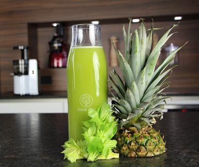 Säfte zur Gewichtsreduktion von Ananas und Sellerie
