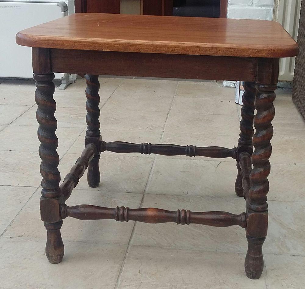 Petite Table Basse A Pieds Tournes Table D Appoint En Chene Rustique