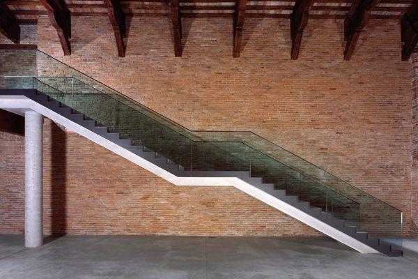 Punta della dogana staircase interiors renovation for Tadao ando venezia