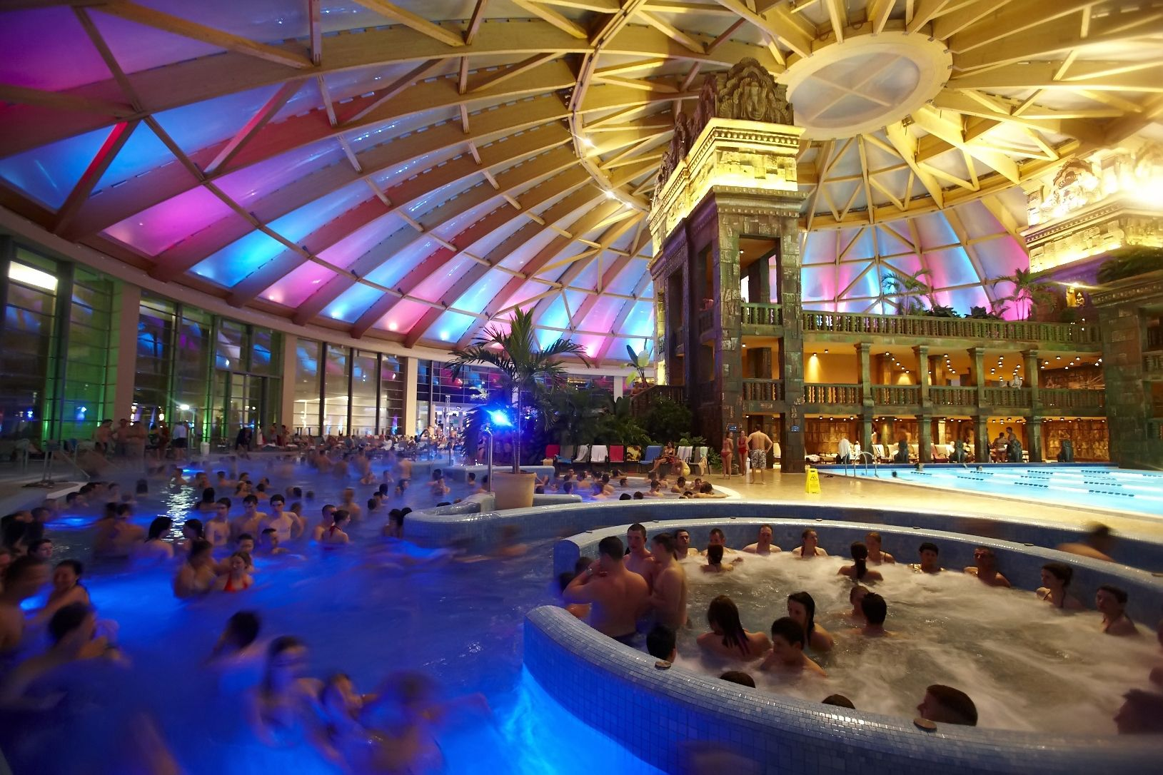 Night splash party at the spa aqua world budapest for A list salon budapest