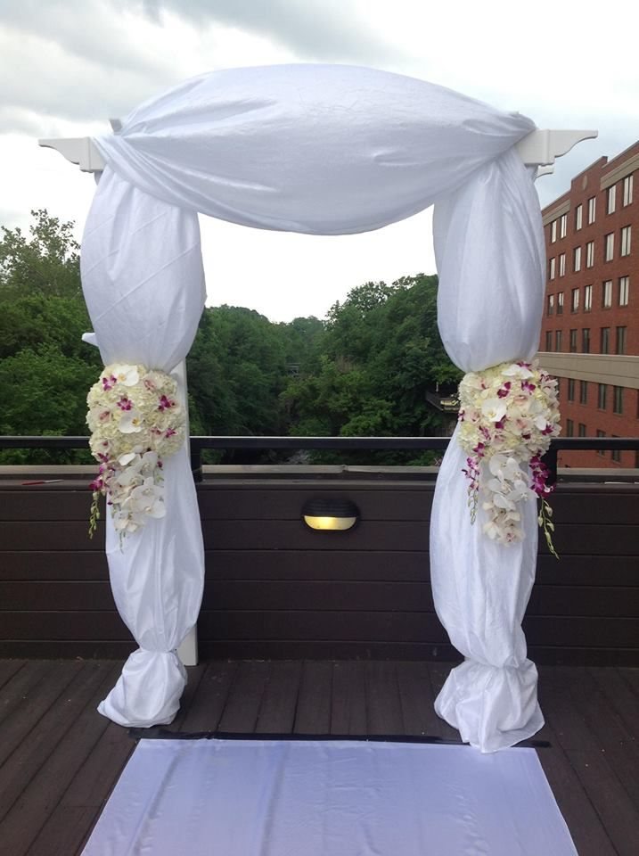 A rooftop wedding ceremony at the Sheraton