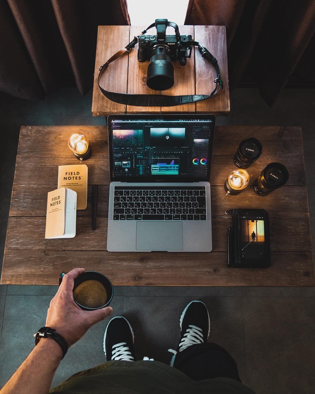 """Minimales Office-Setup auf Instagram: """"Beginnen wir diese Woche ☕ 📷️ @omi_kim"""""""