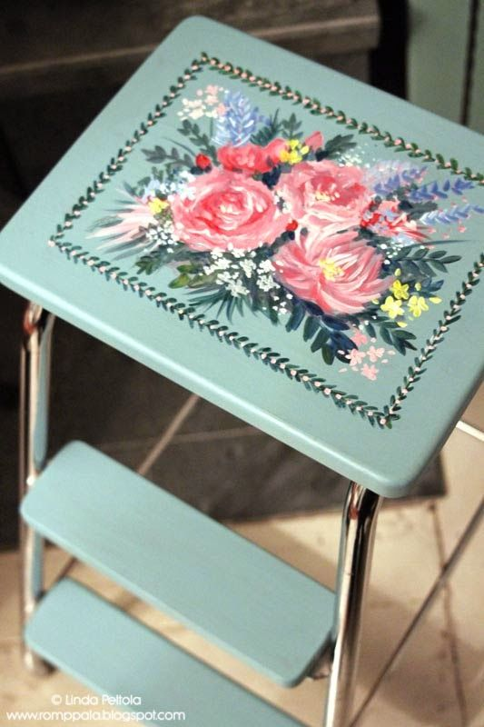 painted turquoise ladder, DIY, decorative painting, pink roses romppala.blogspot.com
