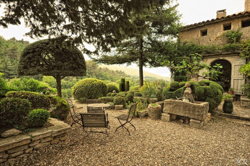 Le Jardin De La Louve In The French Village Of Bonnieux Designed By Nicole Vésian Photo Mg59 Via Www Fotocommunity Fr
