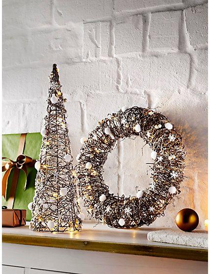 e81a26f23a6274 Baum und Wandkranz | Wir ♥ Weihnachten | Heine home, Wohnen, Baum