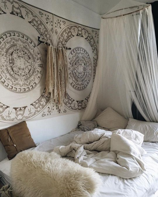 bohemian bedroom ideas. Bedroom inspo  OH I ABSOLUTELY LOVE THIS BEAUTIFUL ROOM The wall