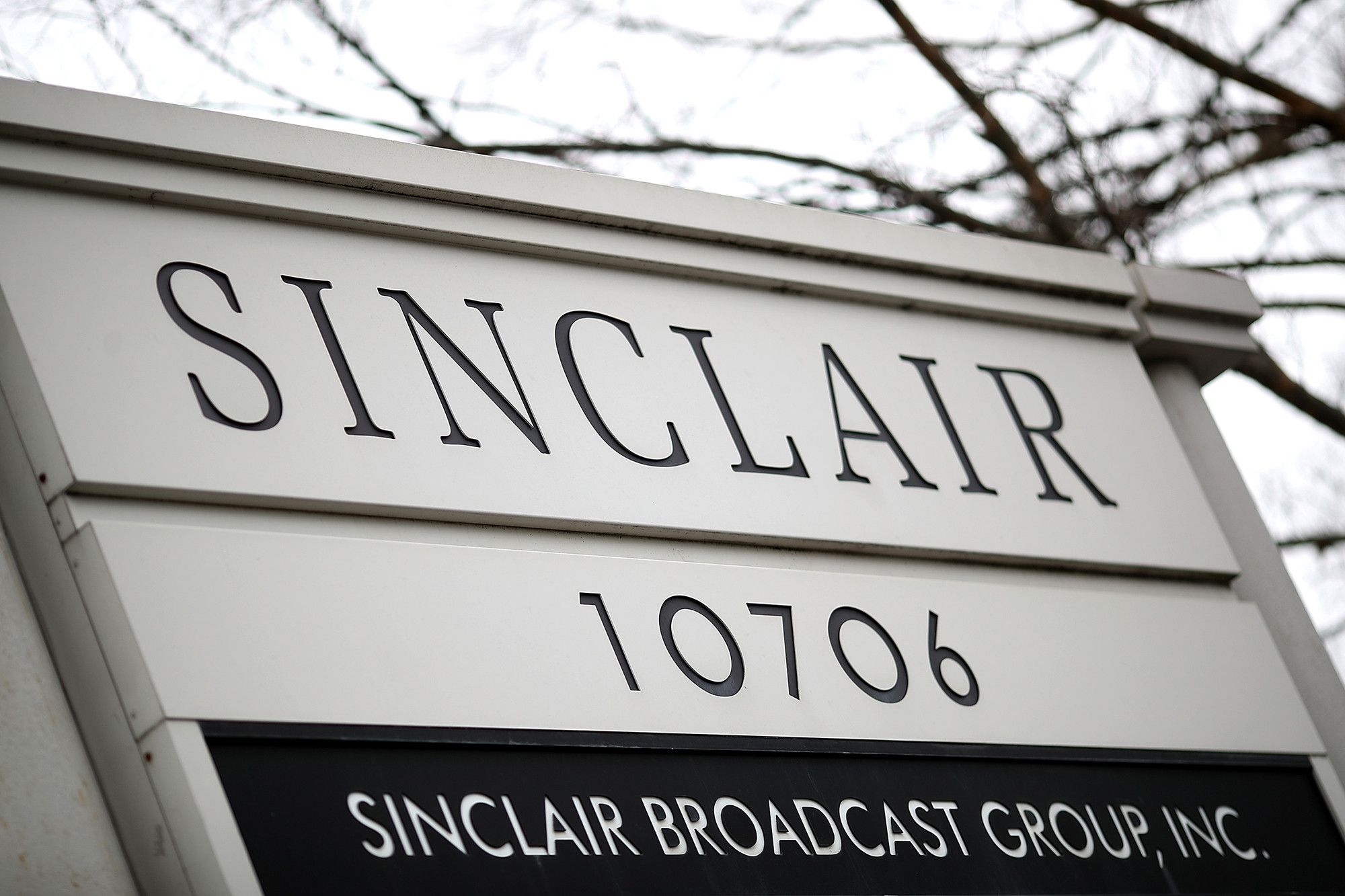 Sinclair snaps up 21 local sports networks from 21st