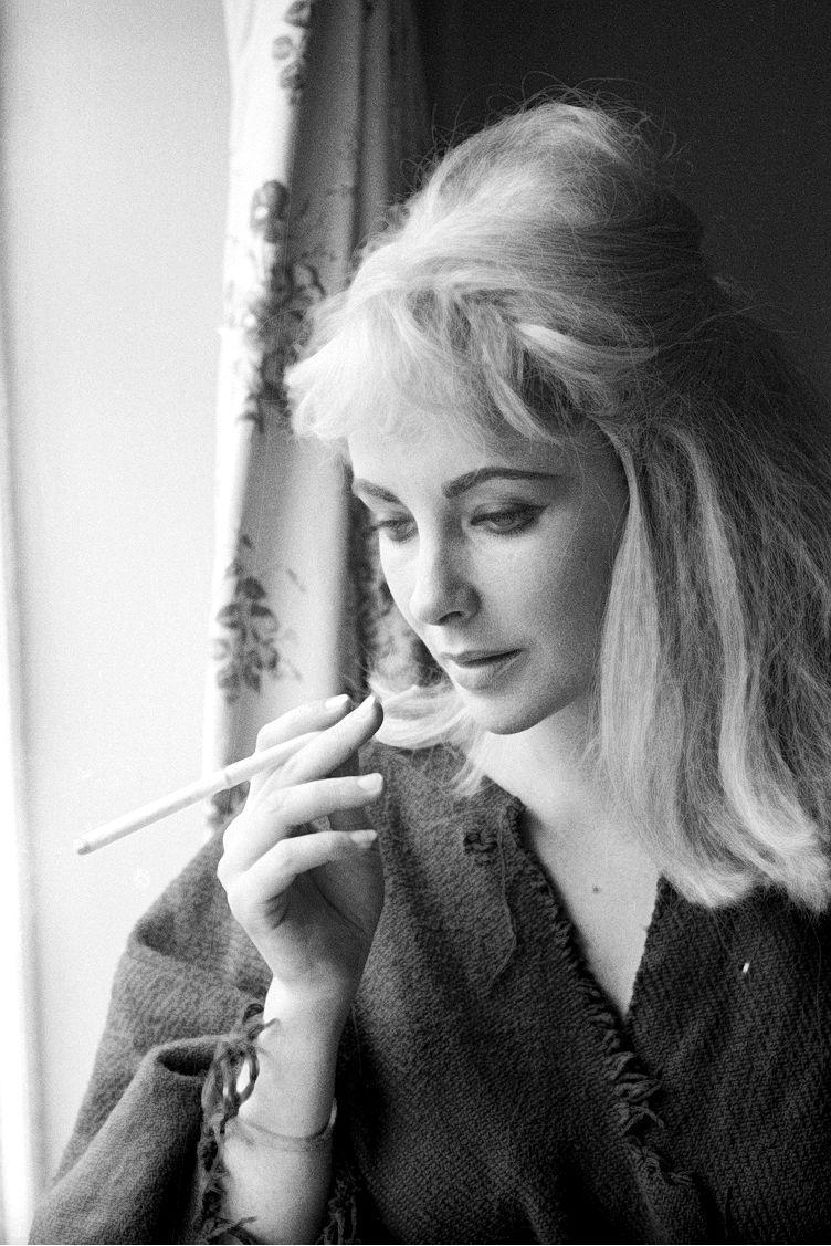 старые фото известных актрис с сигаретой его смерти