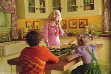 Kelly Preston As Mom With Spencer Breslin As Conrad And Dakota