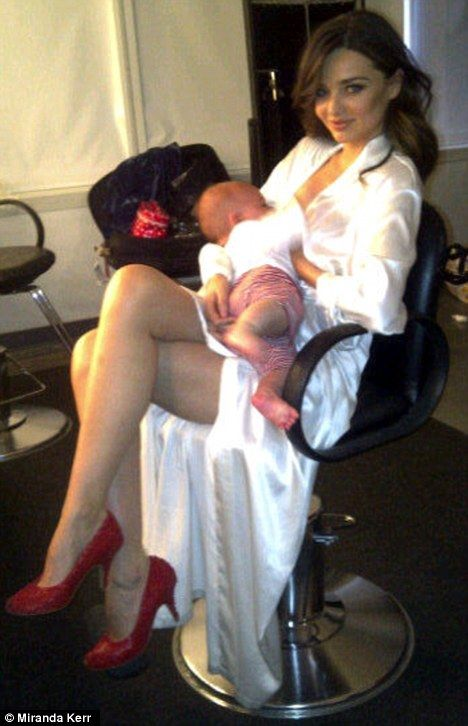 Model Mother Miranda Kerr Breastfeeds Baby Flynn Behind -2101