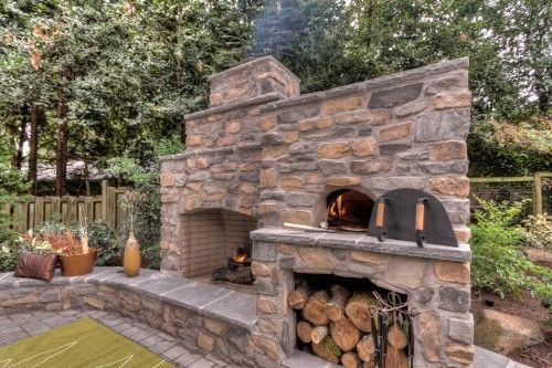 outdoor fireplace and PIZZA OVEN!