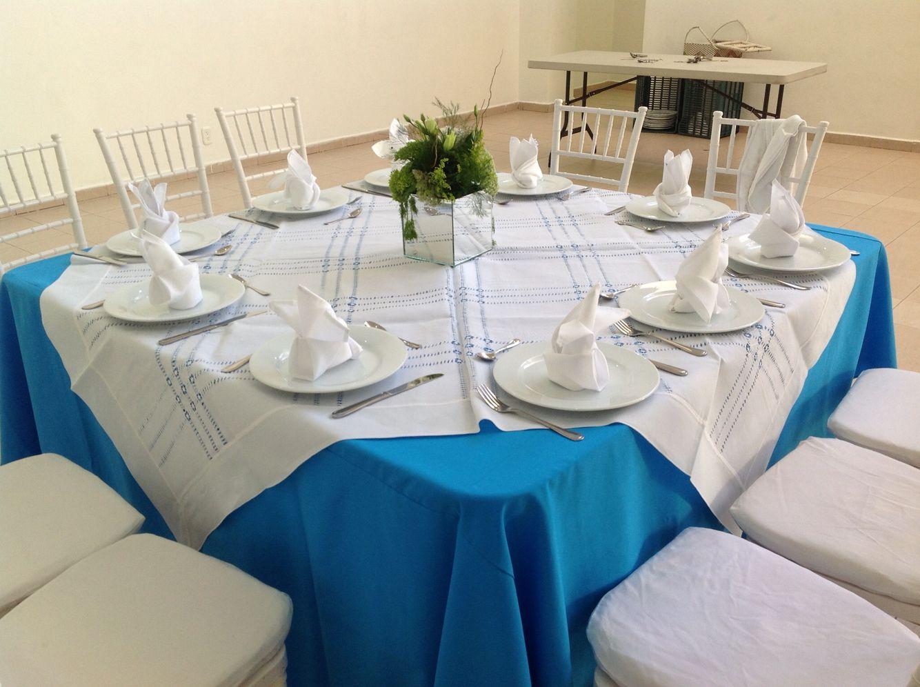 Mesa imperial y silla tiffany alquiler de mobiliario for Sillas empresariales