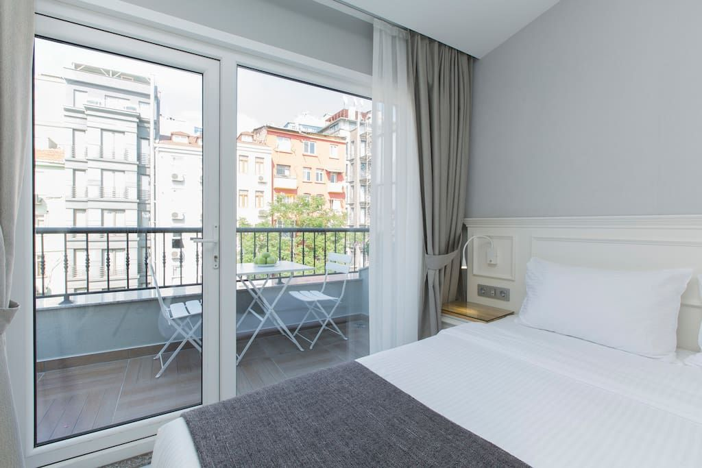 Airbnb Apartment in İstanbul, Turkey. 28 USD. One bedroom