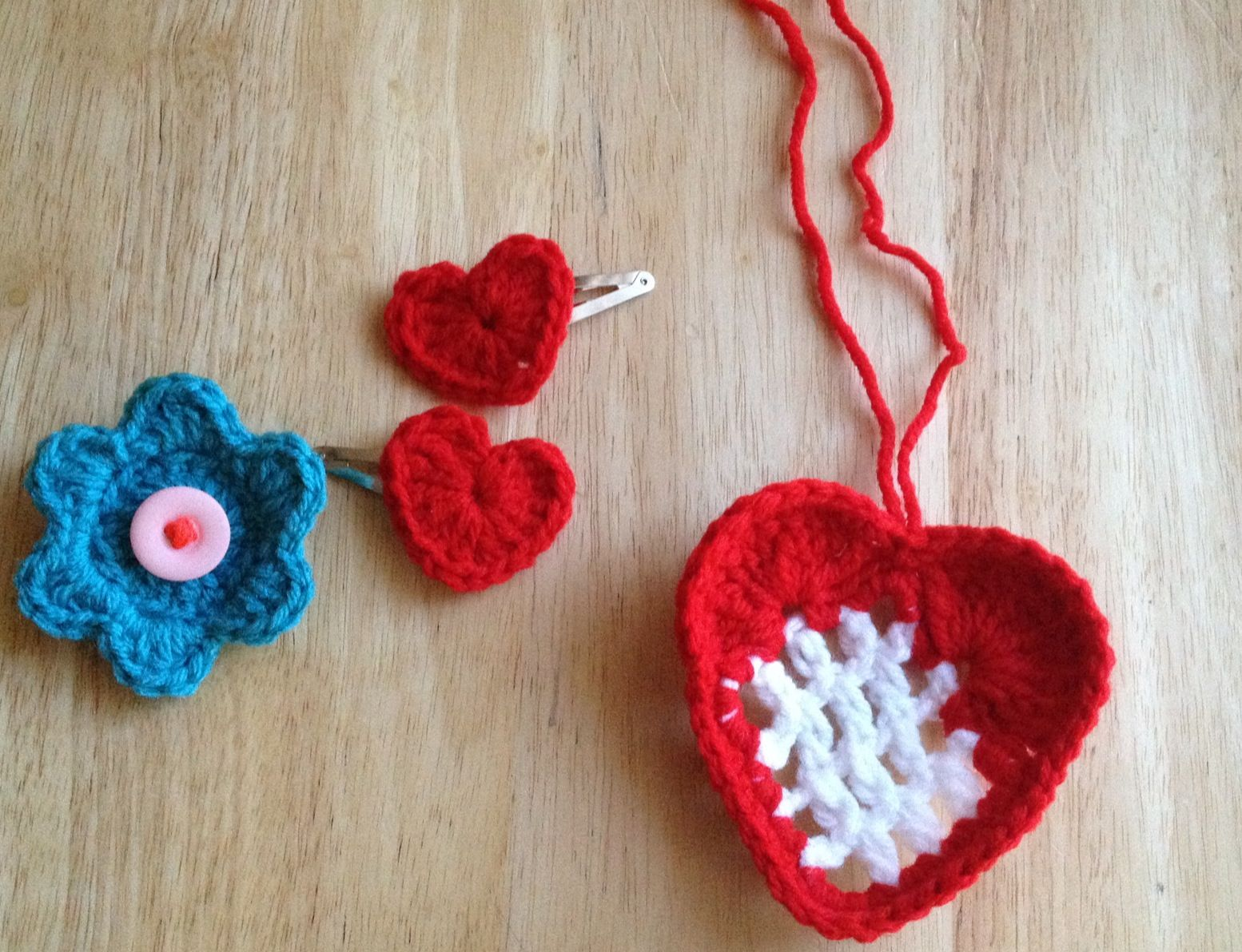 Crochet hair clips and heart! crochet Pinterest