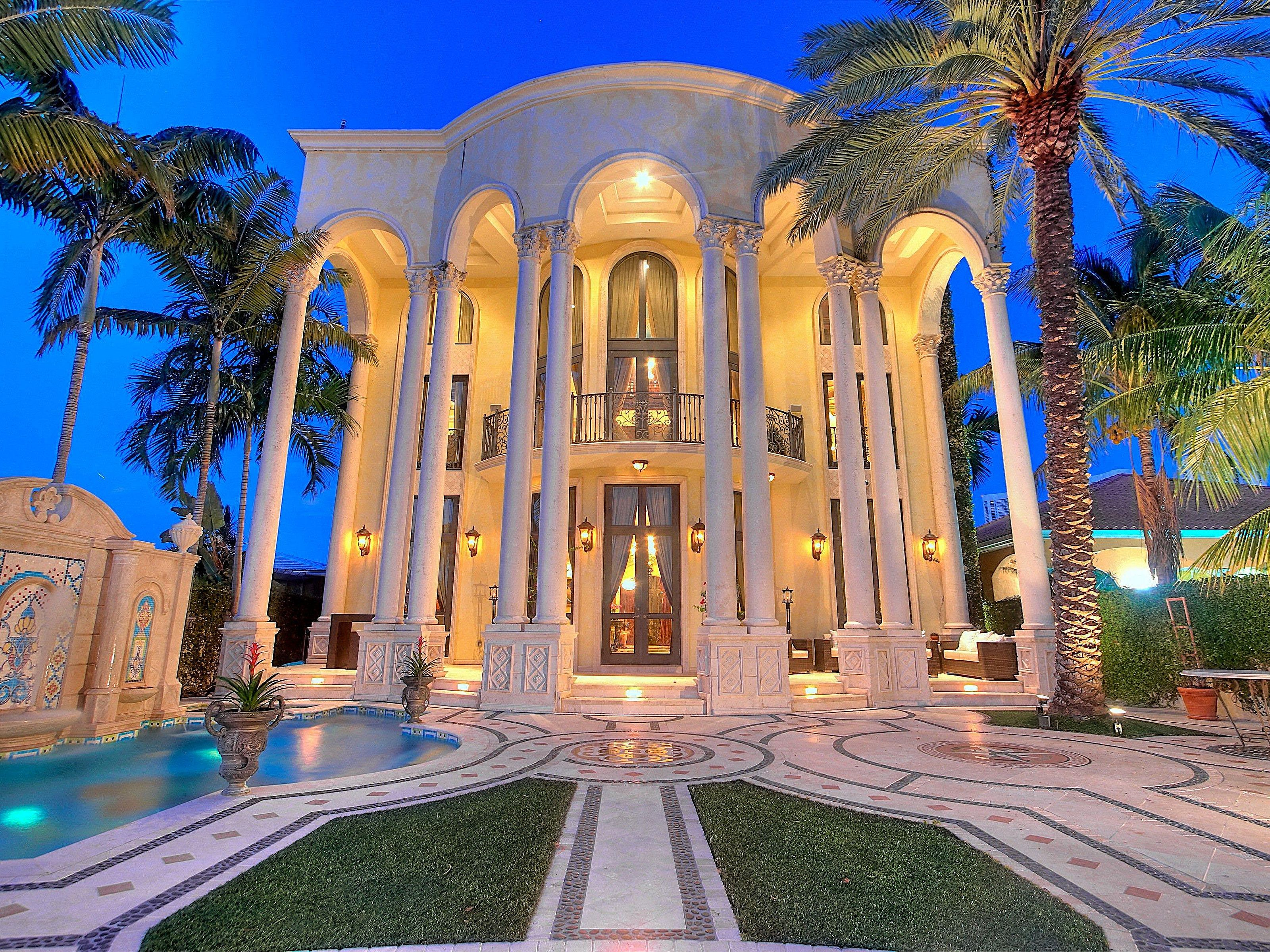 The versace mansion sells for a price lower than expected for Versace pool design