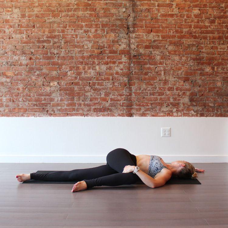 Supine Twist http://www.womenshealthmag.com/fitness/yoga-for-constipation/slide/8
