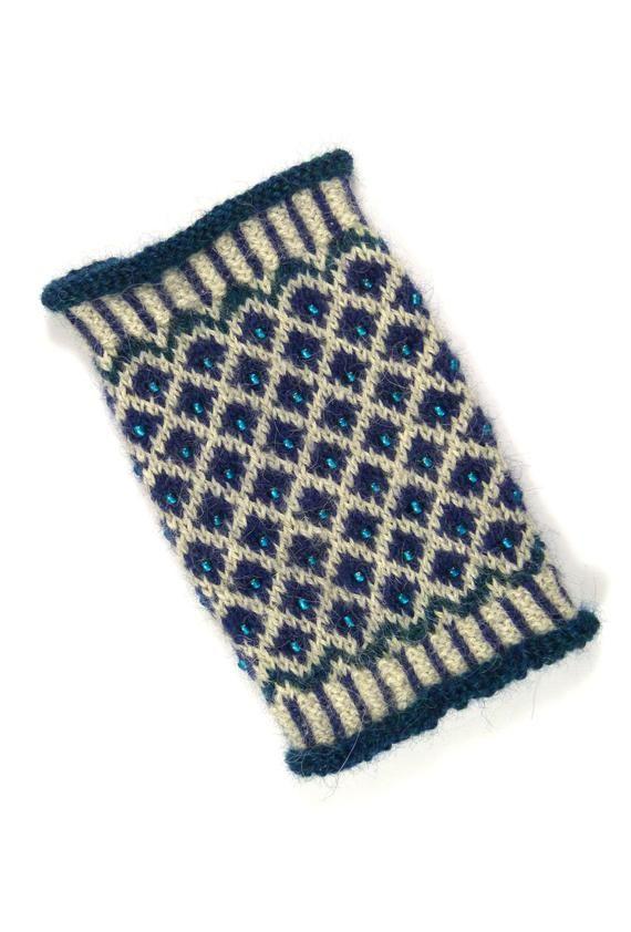 Photo of Artikel ähnlich wie Claudia Handgelenkwärmer Alpaka gestrickt handgestrickt Fair Isle Perlen norwegisches Muster Wintermode Trend Mode Türkisblau auf Etsy