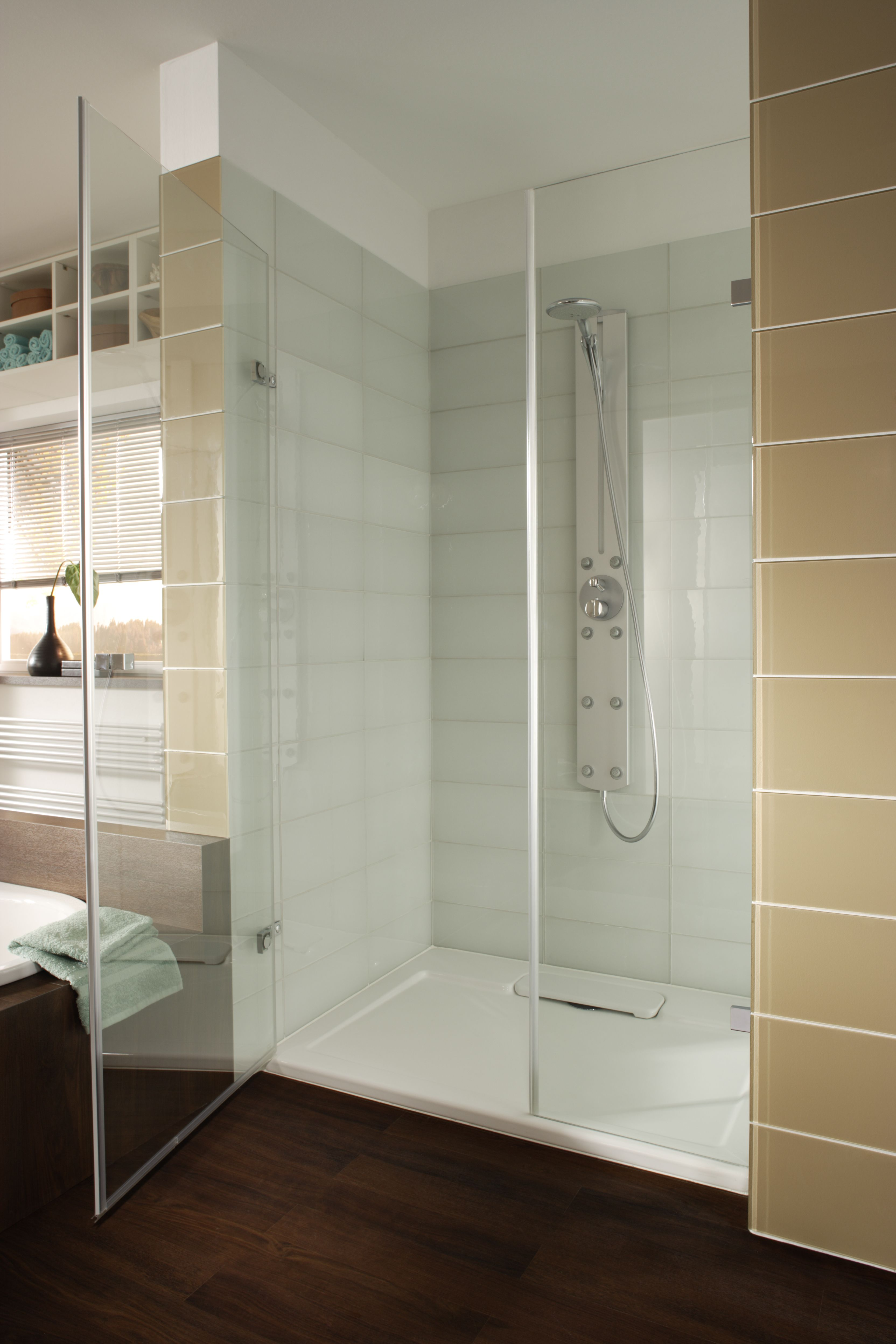 White Large Format Glass Tiled Shower With A Beige Glass Tile Border Master Bathroom Layout Beige Glass Tiles Bathroom Layout
