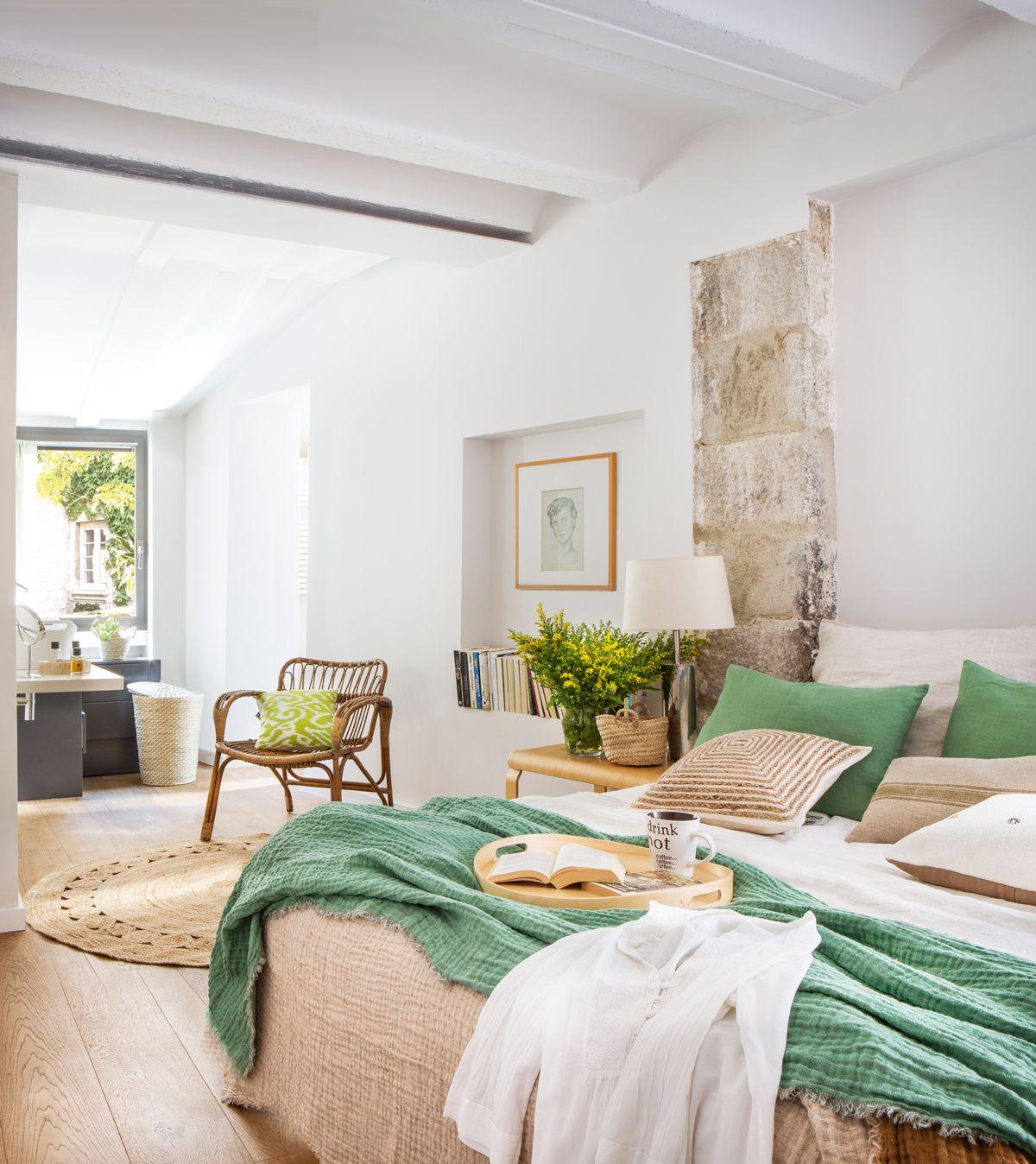 00436038 00436038 dormitorio con ba o en suite con techo - Pintura techo bano ...