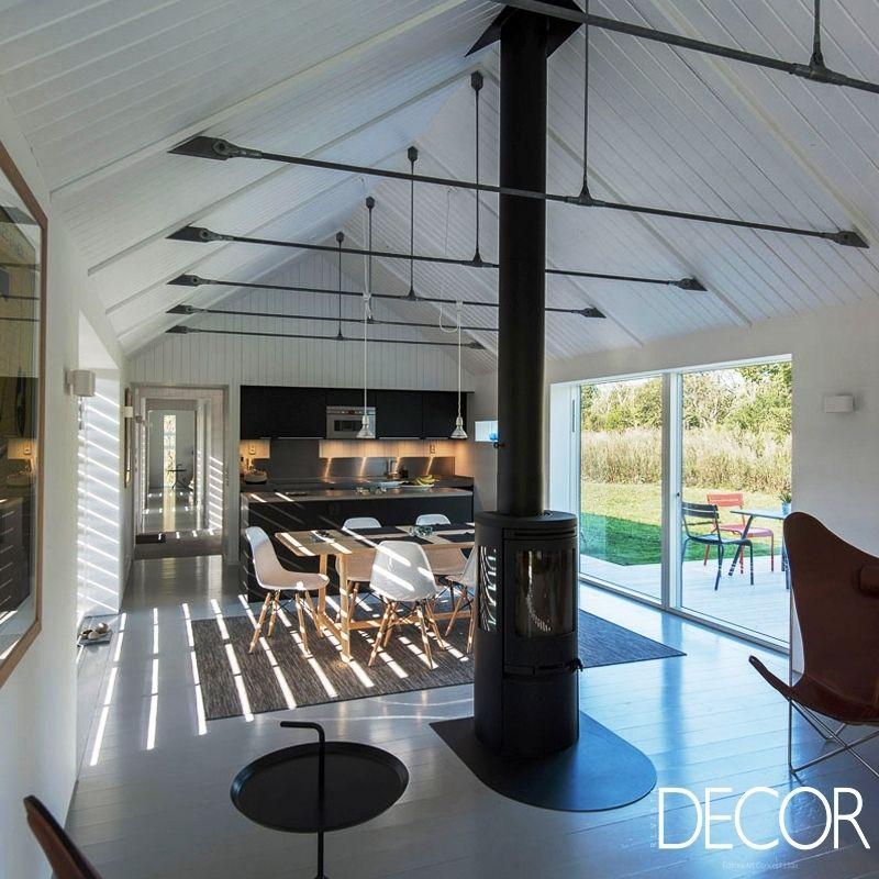 Com visual moderno e acolhedor, projeto residencial HUS KD, assinado por GWSK Arkitekter, recebe cores neutras e peças icônicas no décor.