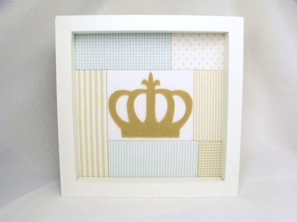 Lindo quadro tipo caixa em mdf com fundo trabalhado em técnica especial de patchwork. No centro, aplicação de uma linda coroa. Pode ser feito em outras cores e tamanhos e em outros tipos de moldura. Consulte-nos! R$79,00