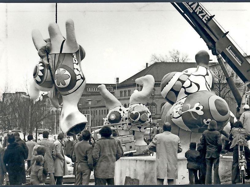 Hannover 1974 Kunst Geht Auf Die Strasse Die Nanas Wurden 1974