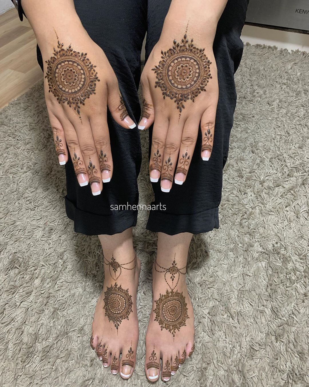 Henna artist on instagram matching mandala for hands and