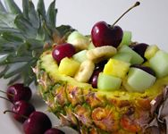 Piña con macedonia de frutas by www.vinosyrecetas.com