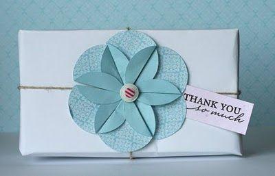 flor con papel...