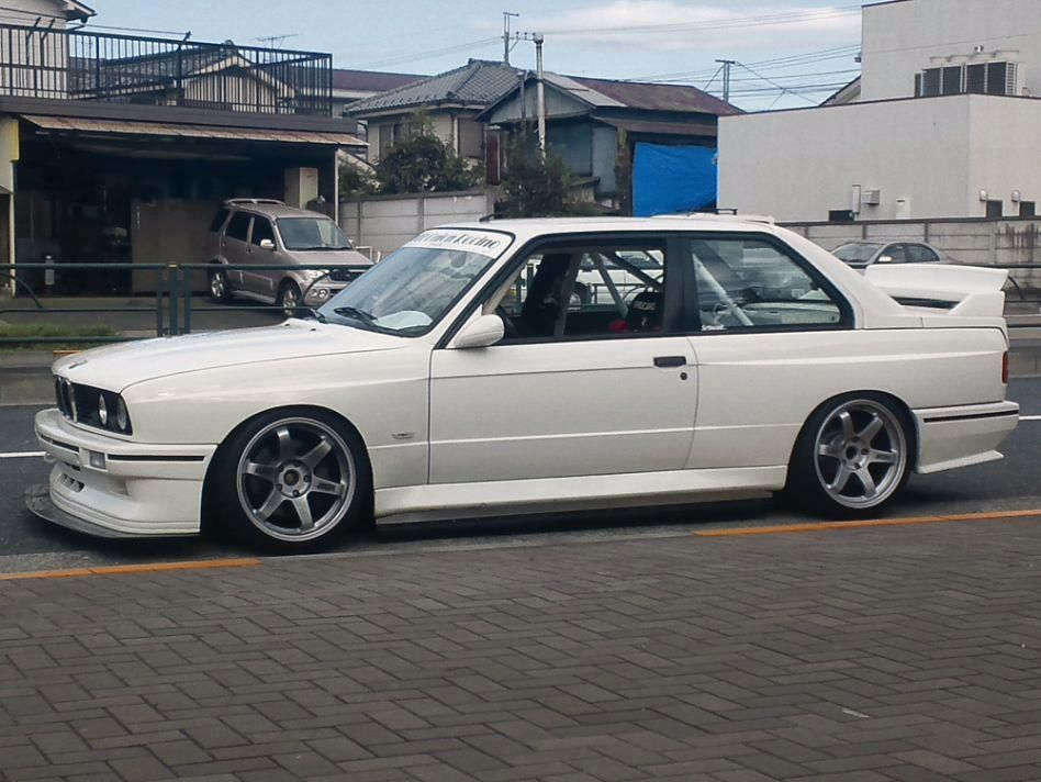 Everything Is Better In White With Images Bmw E30 Bmw Bmw