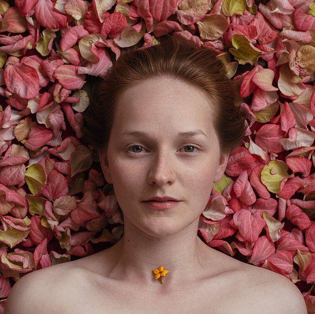 Carolina Schaffer é botânica. Nas horas vagas escreve haikais e captura detalhes botânicos e peças orgânicas dos espaços urbanos.
