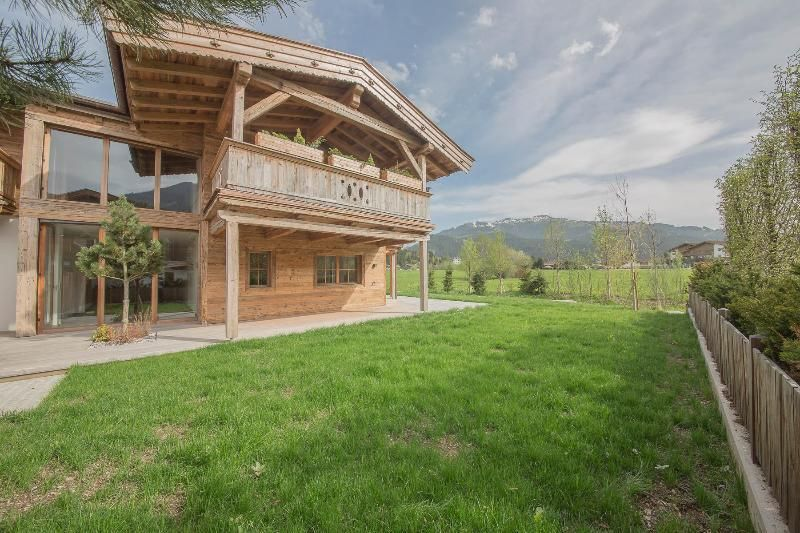Haus im alpenstil in kitzb hel kaufen relax pinterest for Chalet haus bauen