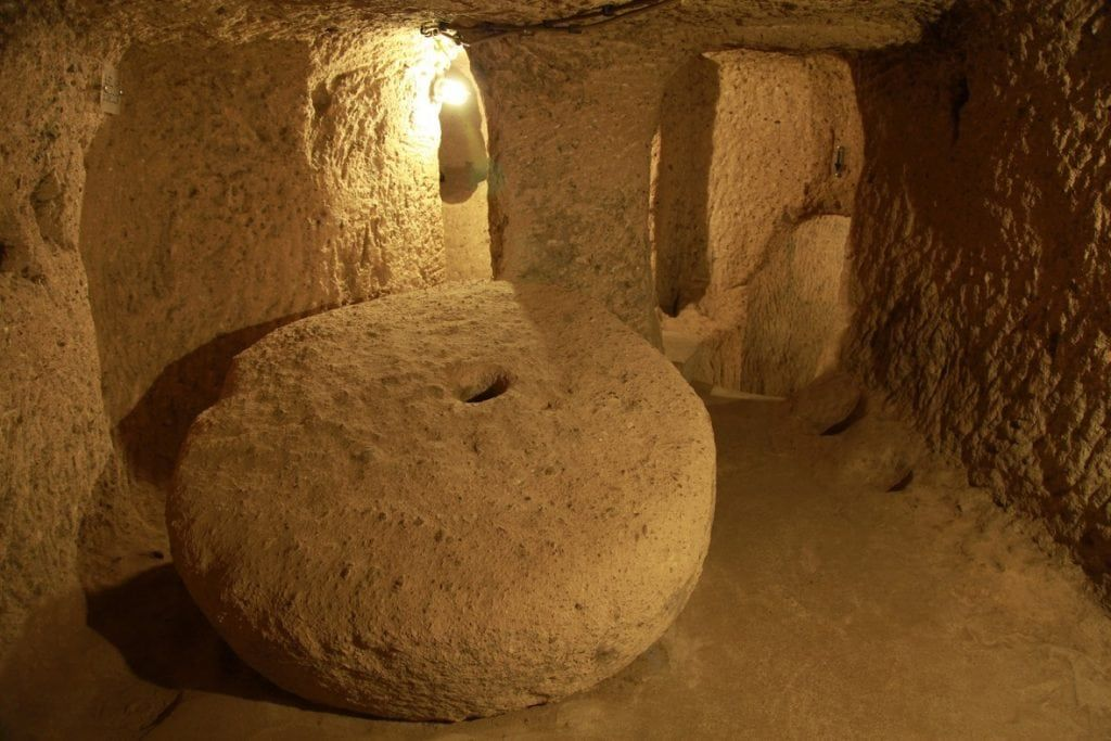 Step Inside The Unbelievable Underground City Of Derinkuyu Which Has Sat Hundreds Of Feet Below The Earth S Surface For Centuries Ancient Underground City Underground Cities Ancient Cities