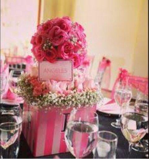 Centro de mesa con flores y colores de VS