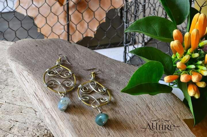 Aretes en alambre de bronce y plata alemana con piedras jaspe. Precio: 6.000 colones / $ 12.00 CDI: 1-00001 #diseñounico #handmadejewerly #allure #joyeriadeautor #hechoamano  #diseñotico #originaldesigns #allurebysc #jewerly #craftjewelry #hechoencostarica #costarica #regaloespecial