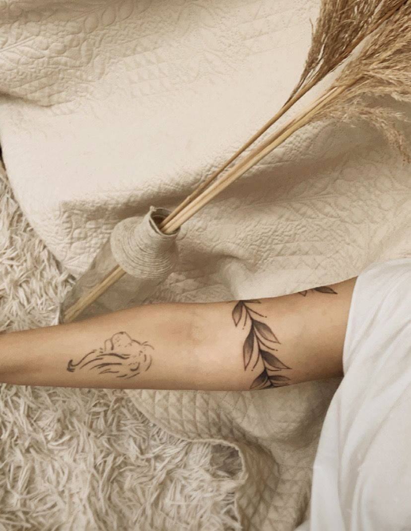 insta: @nandaagori feita por @mhiramos & @jotavetattoo 🤍 #tattoofeminina #tattooideas #tattoosforwomen