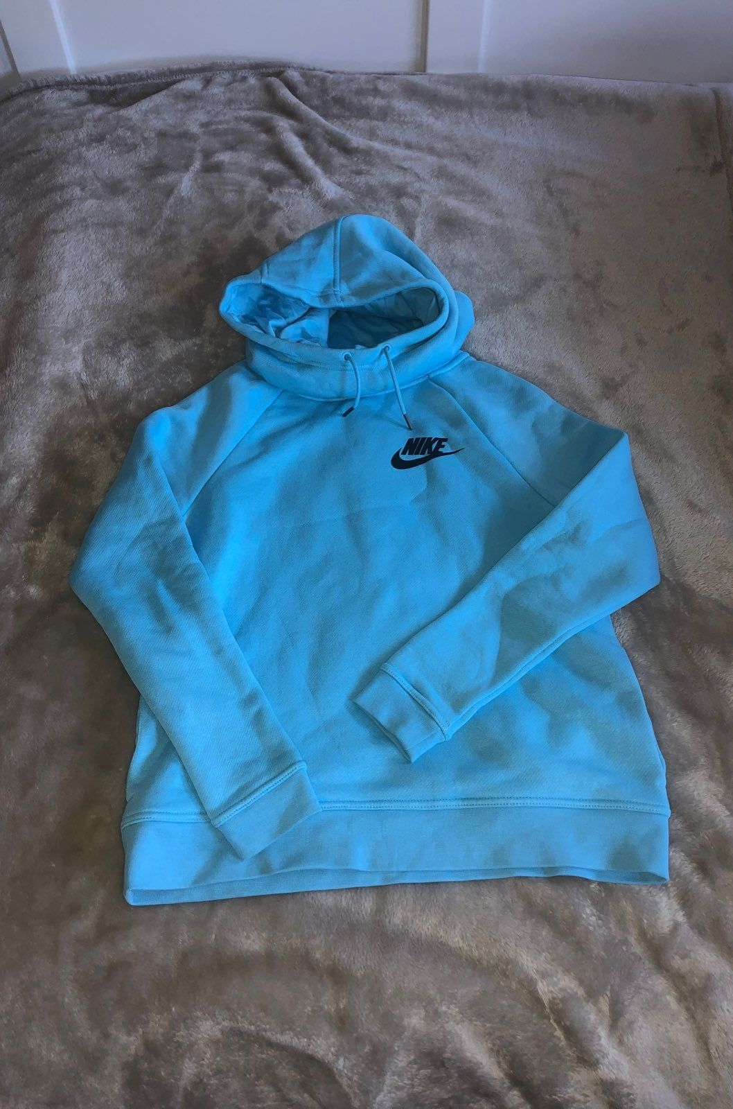 Aqua Blue Nike Cowl Neck Sweatshirt Barely Worn Size S Woman S There Are Unnoticeable Pockets On The Sides Super Cozy Sweatshirts Nike Sweatshirts Nike [ 1600 x 1058 Pixel ]