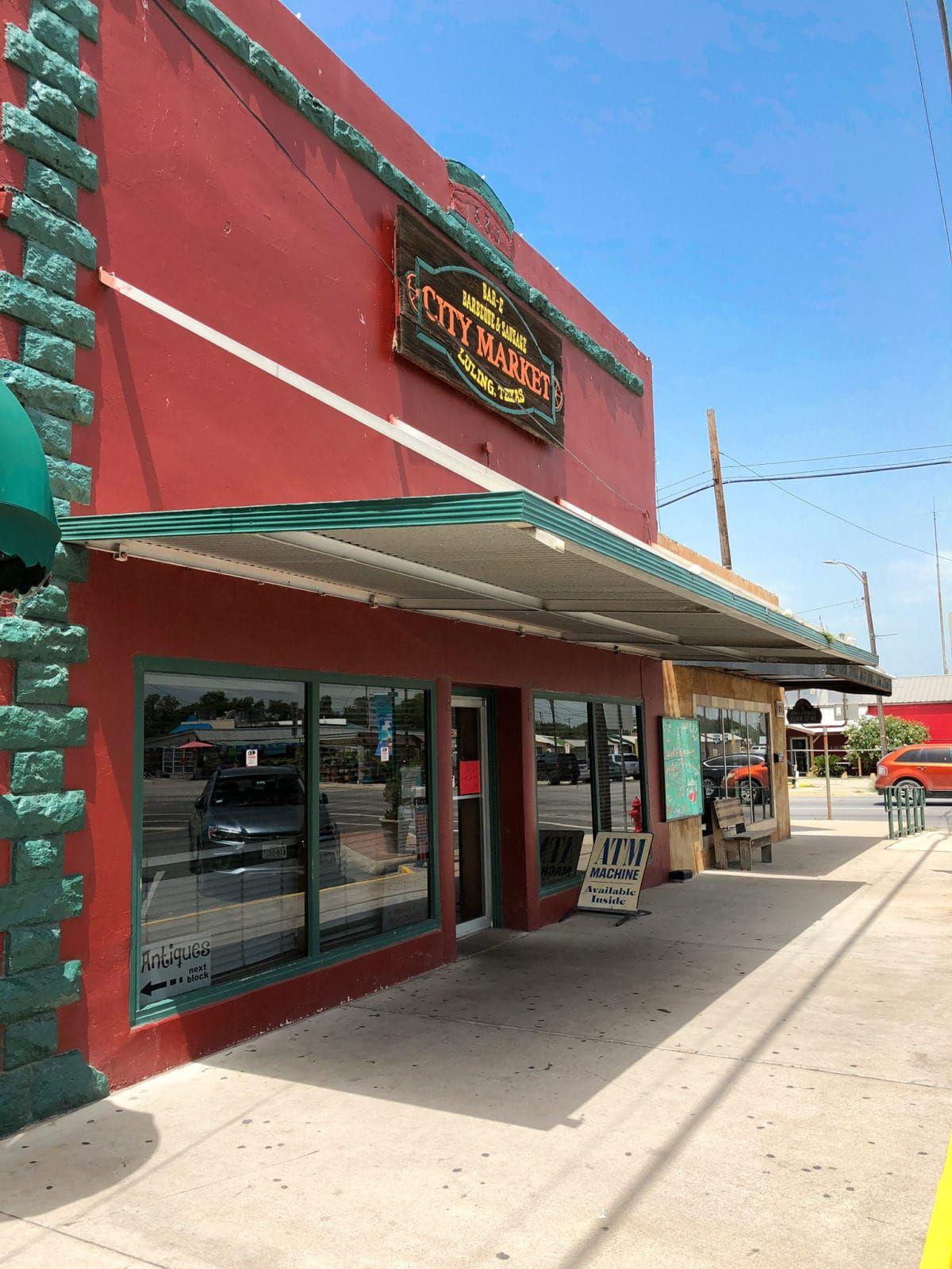 6 Places You Must Stop Between Houston To San Antonio San Antonio Road Trip City Market Soovite osta lennupiletit linnast houston linna san antonio madalaima hinna eest? 6 places you must stop between houston