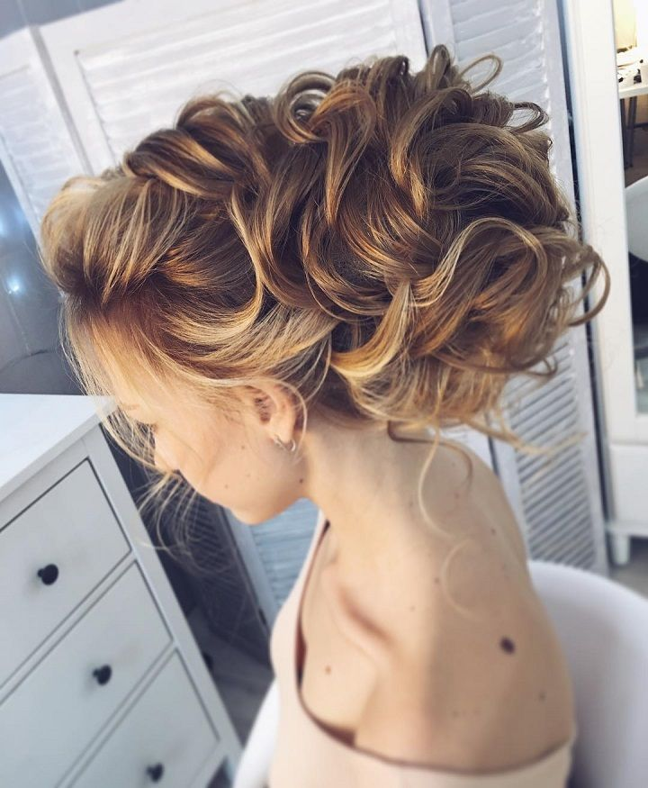 Chic Messy Updos for Long Hair | messy updo for wedding | fabmood.com #messyupdos #wedding #weddinghair #weddinghairstyles #bridalhairstyle #updoswedding #bridalhairideas