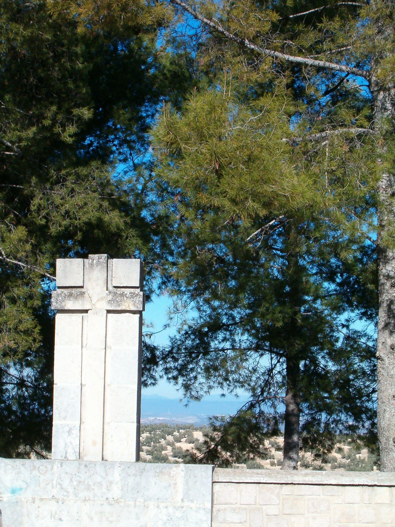 cruz junto a la iglesia de la Virgen de la Villa, actualmente perdida