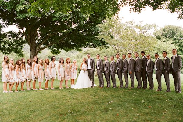 We Love The Look Of This Large Bridal Party So Sweet