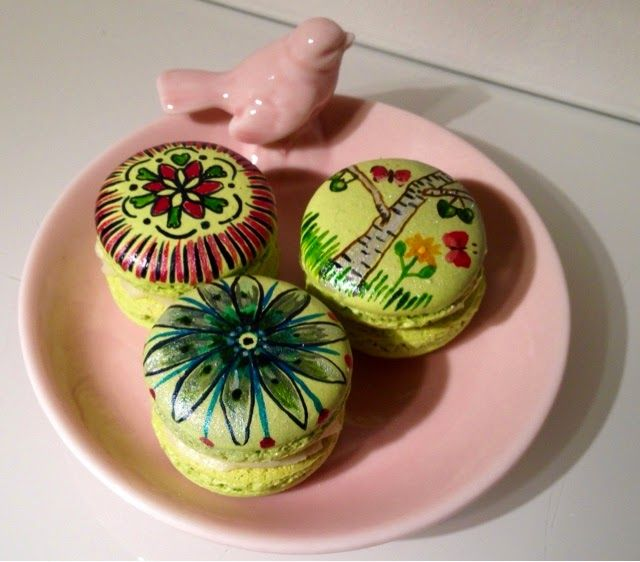 Painted macaroons by Nadja Wedin Design and Kakbiten